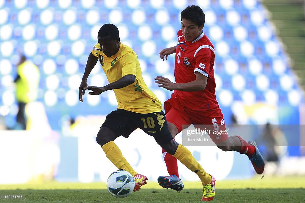 Pedro Jeanine (R) of Panama struggles for the ball with Paul Wilson (L) of Jamaica during the championship game of the U-20 CONCACAF zone in the Cuauhtemoc stadium on February 23, 2013 in Puebla, Mexico