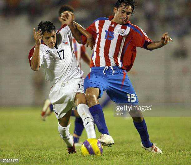 Pedro Juan Caballero, PARAGUAY: Chile's Alexis Sanchez vies for ther ball with Paraguay's Omar Molinas 09 January, 2007 during their Under-20 South...