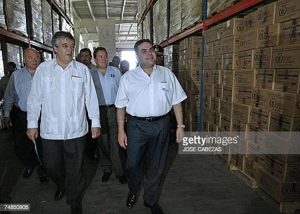 Pedro Medrano the regional representative of the World Food Programme inspects with the president of El Salvador Elias Antonio Saca the facilities of...
