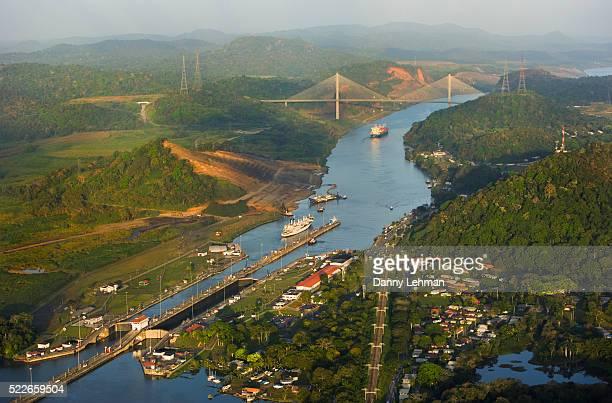 pedro miguel locks and centennial bridge - américa central fotografías e imágenes de stock