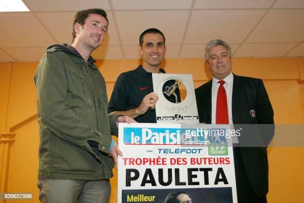Pedro Miguel PAULETA / Alain CAYZAC remise du trophΘe de meilleur buteur de Ligue 1 Lorient / PSG 38 eme Journee de Ligue 1