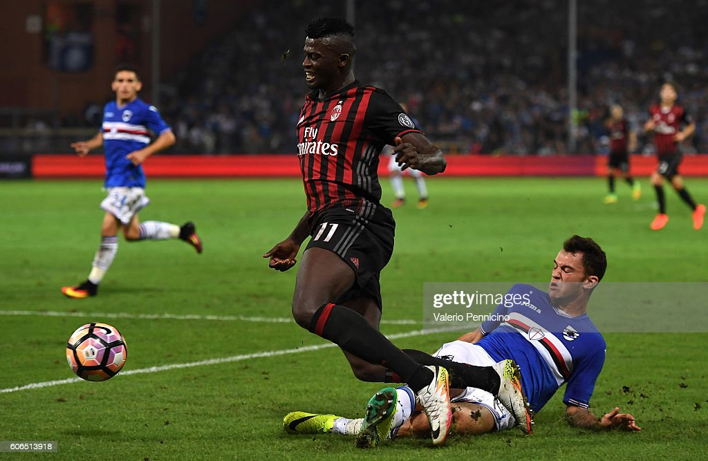 Pedro Miguel Pereira (R) of UC Sampdoria tackles Mbaye Niang of AC Milan during the Serie A match between UC Sampdoria and AC Milan at Stadio Luigi Ferraris on September 16, 2016 in Genoa, Italy.