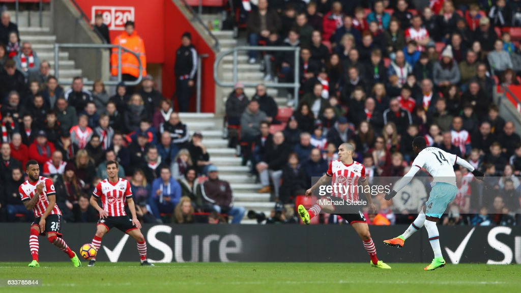 Pedro Obiang of West Ham United (R) scores his sides second goal during the Premier League match between Southampton and West Ham United at St Mary's Stadium on February 4, 2017 in Southampton, England.