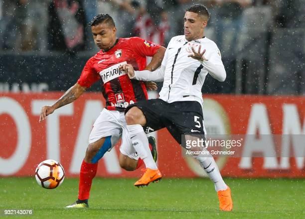 Pedro Ramirez of Deportivo Lara of Venezuela and Balbuena of Corinthians in action during the match for the Copa CONMEBOL Libertadores 2018 at Arena...