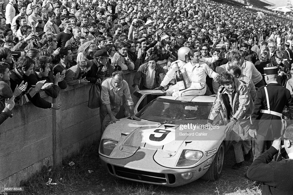 Pedro Rodriguez, Lucien Bianchi, 24 Hours Of Le Mans : News Photo