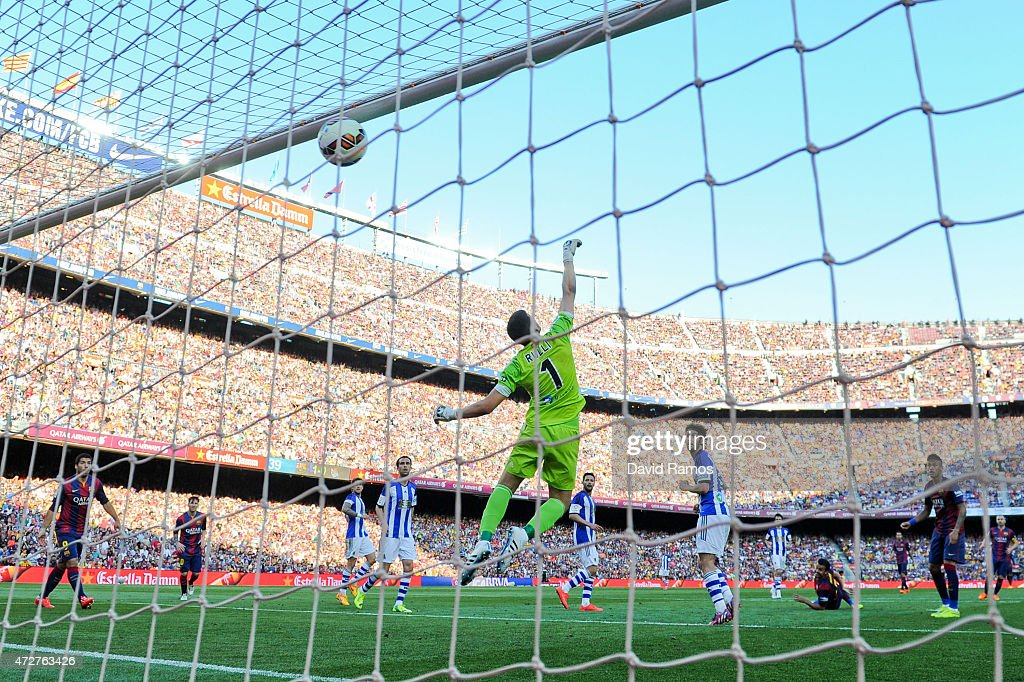 Pedro Rodriguez (2ndR) of FC Barcelona scores his team's second goal during the La Liga match between FC Barcelona and Real Sociedad de Futbol at Camp Nou on May 9, 2015 in Barcelona, Spain.