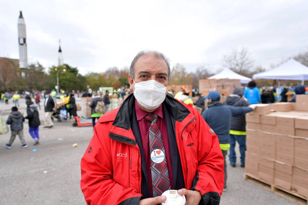 NY: La Jornada And Food Bank For New York City Distribute Turkeys To 4,000 Families In Need