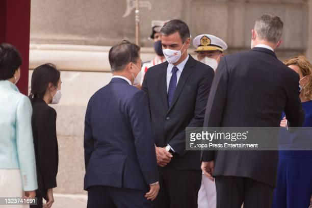 Pedro Sanchez, greets the President of the Republic of Korea, Moon Jae-in, and his wife, Kim Jung-sook, at the reception with military honors upon...