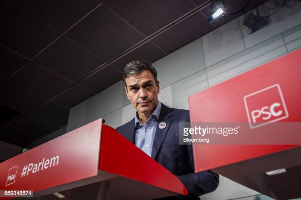 Pedro Sanchez leader of the Spanish Socialist Party pauses during a news conference in Barcelona Spain on Monday Oct 9 2017 Sanchez head of the main...