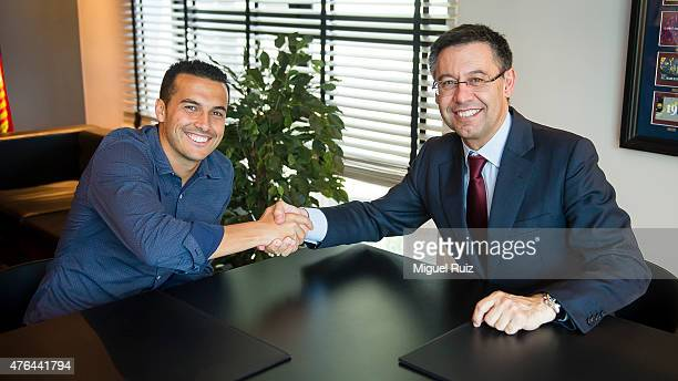 Pedro signs a new contract with FC Barcelona in the presence of Club President Josep Bartomeu on June 9 2015 in Barcelona Spain