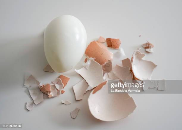peeled hard boiled egg on white table - 剥いた ストックフォトと画像