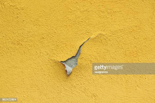 peeled wall - degeneration stock photos and pictures