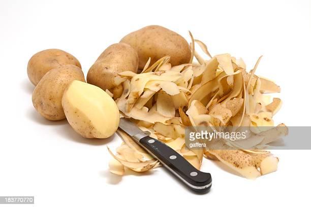 Descascando batatas