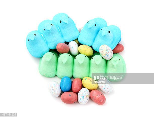 peeps easter candy marshmallow chicks - marshmallow peeps stock pictures, royalty-free photos & images