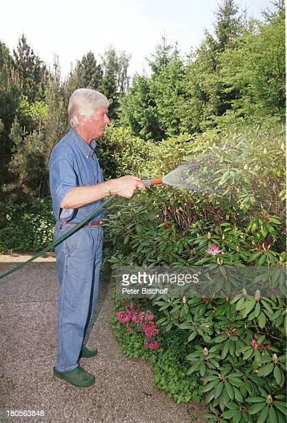 Peer Augustinski, Overath bei Köln, Haus;Garten, Rhododendron, sprengen, Hoobygärtner, Gartenarbeit, gärtnern,