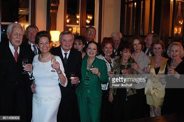 Peer Schmidt , Ehefrau Helga Schlack , Friedrich Schoenfelder, Jürgen Thormann, Anita Lochner, davor Chariklia Baxevanos, dahinter Christian Wölffer,...