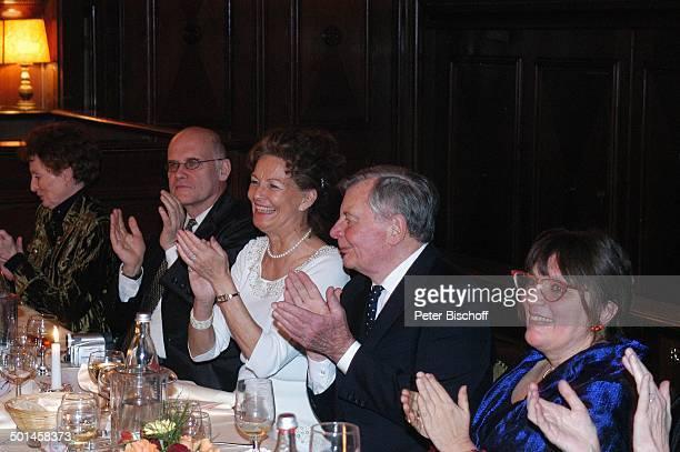Peer Schmidt Ehefrau Helga Schlack Petra Kluge Angret Bause Party zum 80 Geburtstag von P e e r S c h m i d t Restaurant Moorlake Berlin Wannsee...