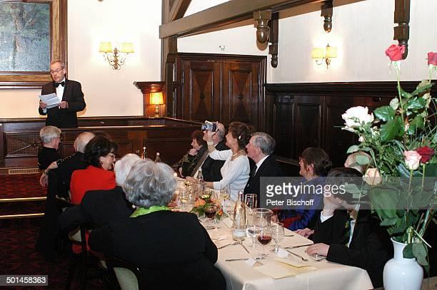 Peer Schmidt Ehefrau Helga Schlack Petra Kluge Enkel Tobias Angret Bause und Redner Party zum 80 Geburtstag von P e e r S c h m i d t Restaurant...