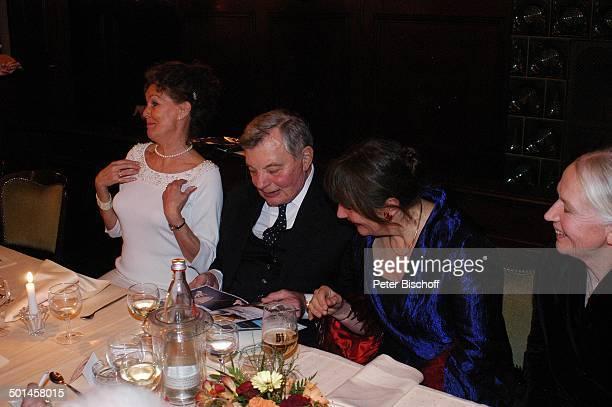 Peer Schmidt Ehefrau Helga Schlack Petra Kluge ganz rechts Barbara Bärbel Prey Party zum 80 Geburtstag von P e e r S c h m i d t Restaurant Moorlake...