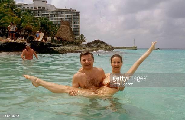 Peer Schmidt, Ehefrau Helga Schmidt, Cozumel, Mexico, , Urlaub, Meer, Wasser, Strand, Bikini, Schauspieler, Schauspielerin, Ehemann,