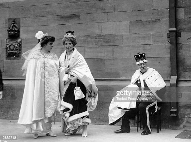 Peers and peeresses relax after the strain of the coronation ceremony of George V