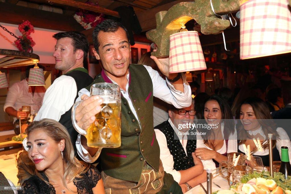Celebrities At Oktoberfest 2017 - Day 6 : Fotografía de noticias