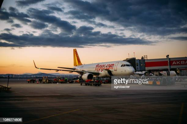 pegasus airlines waiting for flight - a320 stock pictures, royalty-free photos & images