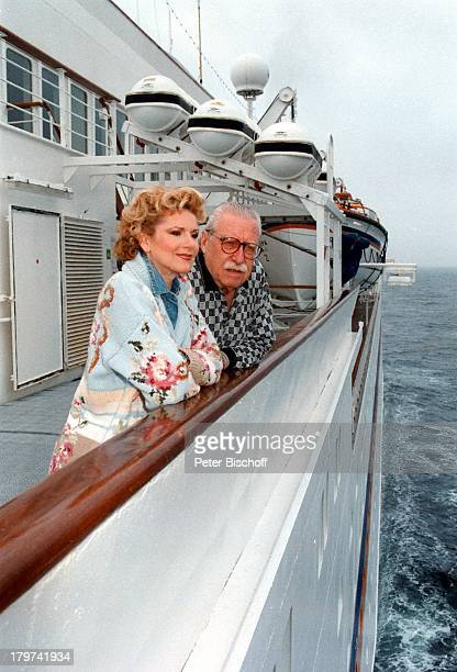 Peggy March mit Ehemann Arnie HarrisKreuzfahrt auf der MS Europa SchiffMeer Brille