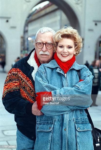 Peggy March mit Ehemann Arnie HarrisMünchen Stadtbummel BrilleFußgängerzone
