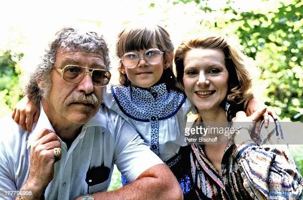 Peggy March Tochter Sande Ann Ehemann Arnie Harris Homestory München Bayern Deutschland Europa Garten umarmen Familie SchlagerSängerin LG/NB
