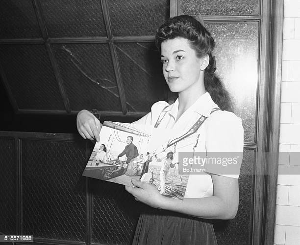 Peggy Satterlee shows a photo of herself and Errol Flynn on his yacht during his trial at a Los Angeles courthouse Satterlee accused Flynn of...