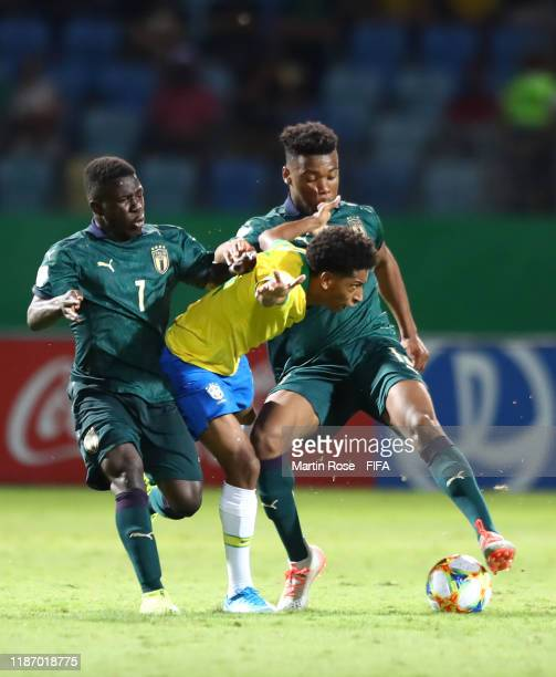 Peglow of Brazil looks to break past Degnand Gnonto of Italy and Iyenoma Udogie of Italy during the FIFA U-17 World Cup Quarter Final match between...