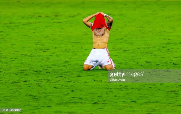 Peglow of Internacional laments after realizing his team lost the championship after the match between Internacional and Corinthians as part of...