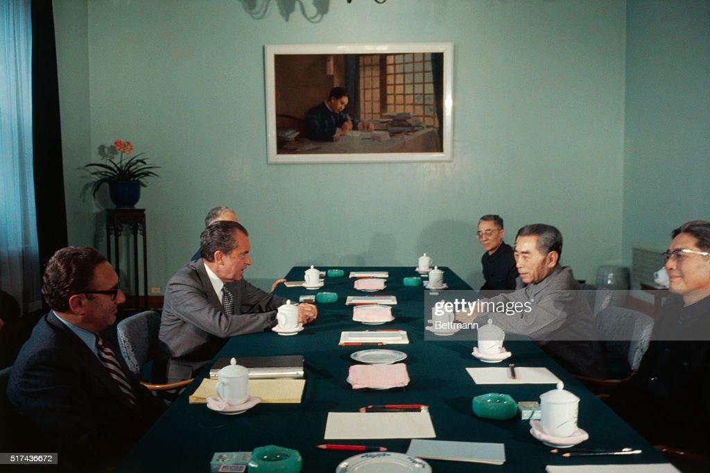 Richard Nixon and Chou En-Lai : News Photo