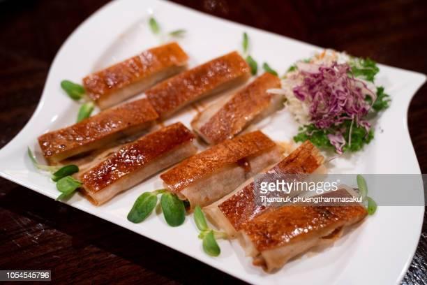 peking duck food with pancake roll - 鴨肉 ストックフォトと画像