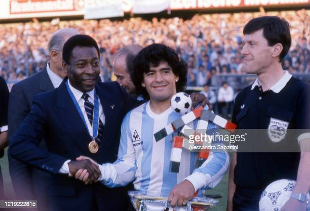 Pelé of Brazil shankes hands with Diego Maradona of Argentina during the Friendly match between Italy and Argentina at Stadio Hardturm on June...