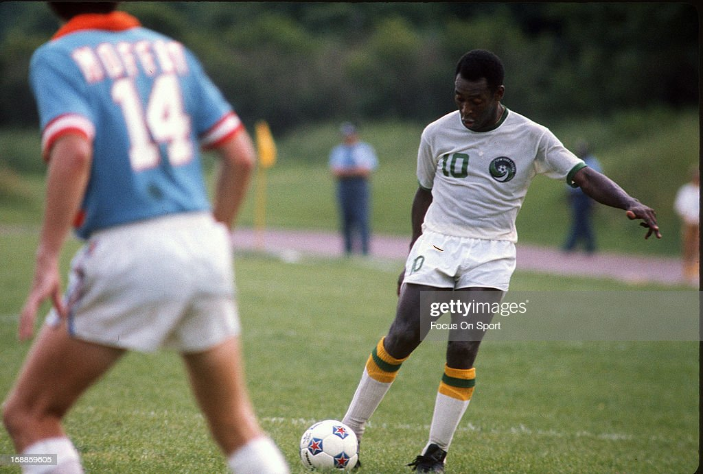 Dallas Tornados v New York Cosmos : News Photo