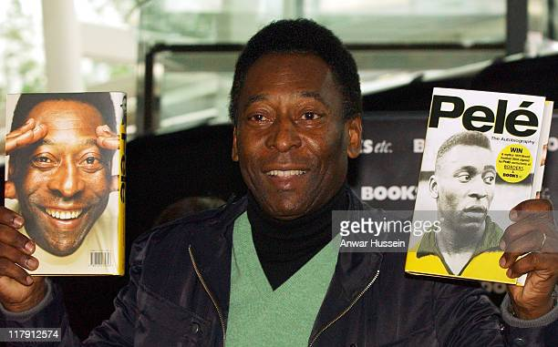 Pele during Pele signs copies of his Autobiography PELE May 22 2006 at Books ETC in London Great Britain