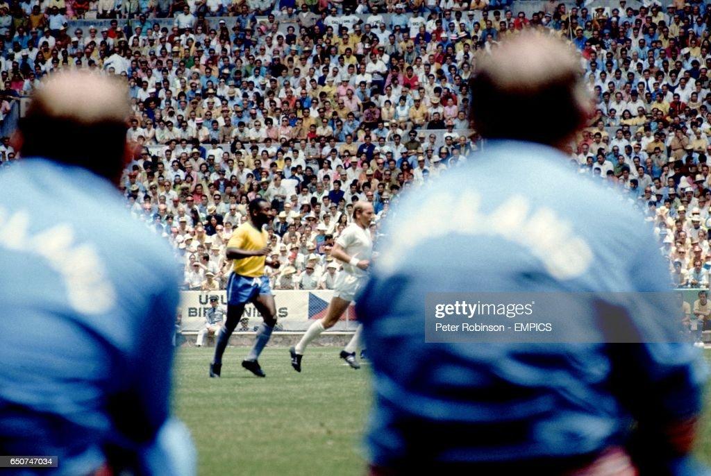 Soccer - World Cup - Group Three - Brazil v England : News Photo