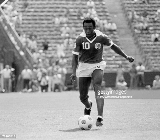 Football, June 1977, USA, Legendary Brazilian international Pele pictured while playing for New York Cosmos against the LA Aztecs in their NASL match