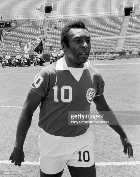June 1977 The legendary Brazilian star Pele walks off the pitch whilst playing for New York Cosmos in America