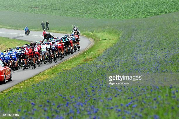 Peloton on 'Chemin des dames' during Stage 6 of the Tour de France on Thursday 10 July Reims France