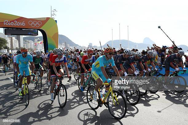 Peloton start the Men's Road Race on Day 1 of the Rio 2016 Olympic Games at the Fort Copacabana on August 6, 2016 in Rio de Janeiro, Brazil.