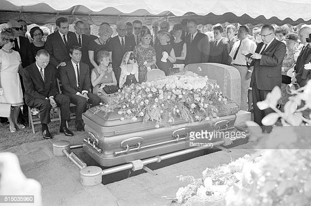 Pen Argyl Pennsylvania Funeral For Jayne Rev Charles Montgomery conducts funeral services for actress Jayne Mansfield at graveside here July 3rd...