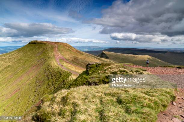 pen y fan from corn du in the brecon beacons, wales. - wales stock-fotos und bilder
