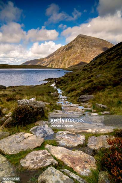 pen yr ole wen mountain and cwm idwal in snowdonia, wales - snowdonia stock photos and pictures