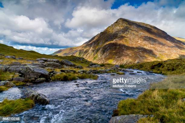 pen yr ole wen mountain and river in snowdonia, wales - snowdonia stock photos and pictures