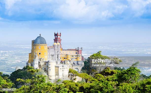 pena national palace in sintra, portugal (palacio - sintra fotografías e imágenes de stock