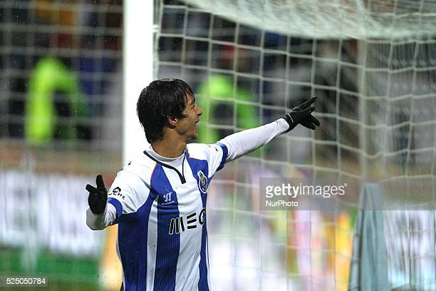 Porto's Spanish midfielder ��liver Torres celebrates after scoring a goal during the Premier League 2014/15 match between FC Penafiel and FC Porto at...