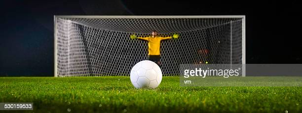 penalty kick - goalie goalkeeper football soccer keeper stock pictures, royalty-free photos & images